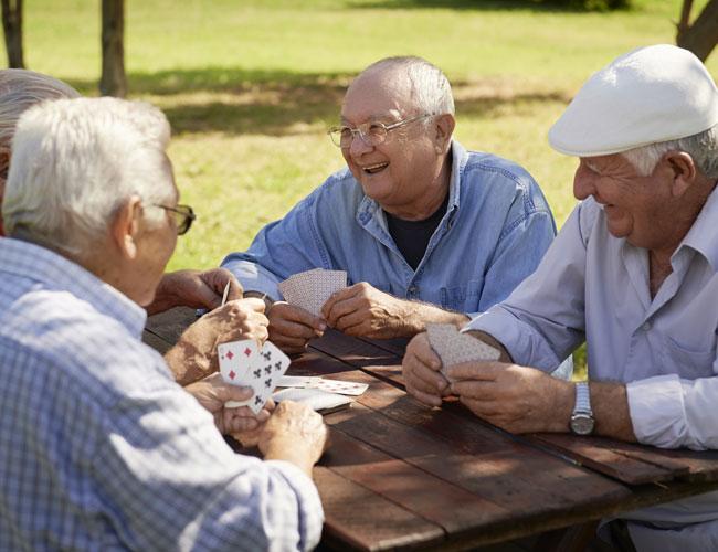 אפשרו למבוגרים לצאת מבתיהם בדיור המוגן!