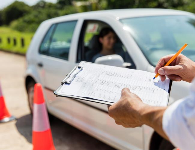עצומה להורדת מחירי שיעורי הנהיגה והטסטים בישראל