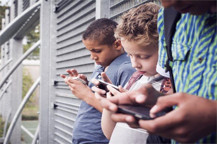 לא לתת סמארטפון אישי לילדים