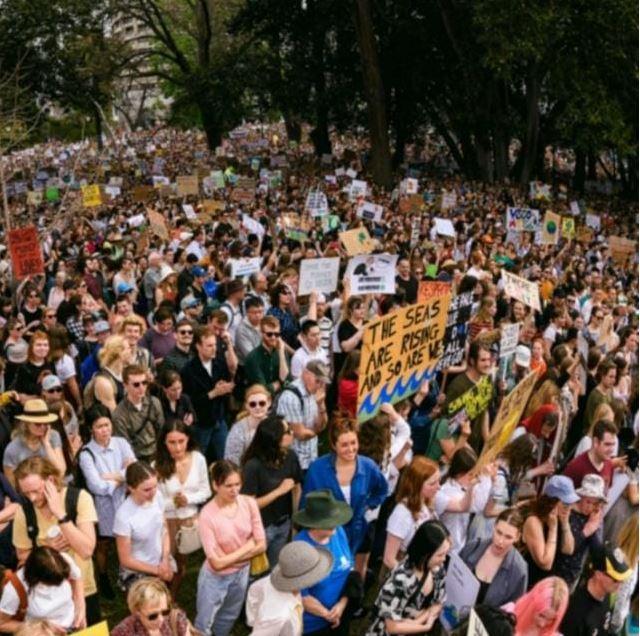 מחאת המיליון - נוער שמבקר את חוסר הפעילות של הממשלה בעניין משבר האקלים